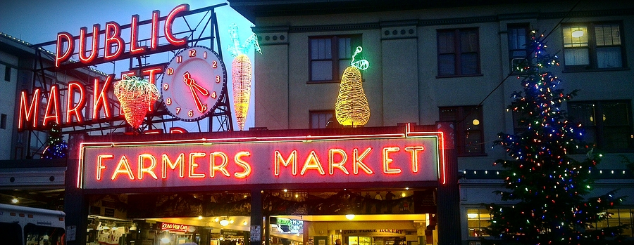Decorating for the Holidays in the Pacific Northwest - Greenwood Hardware